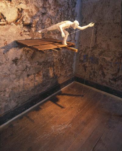 sombra blanca, tahiche  --  40x50x35  --  madera de tea, ceraaamica
