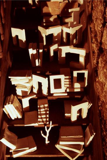 recovecos del enigma  --  instalaciooon  --  fotografiiia 3