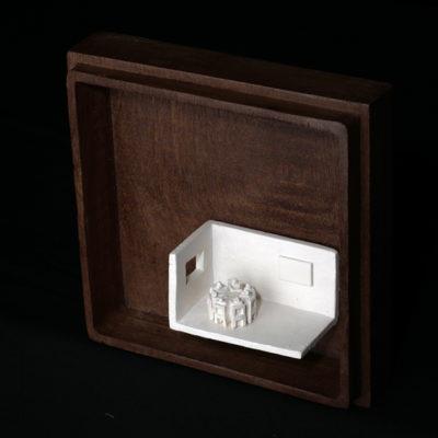 Ee  --  7x4x4cm  --  caja 16x16x7cm  --  ceraaamica y madera
