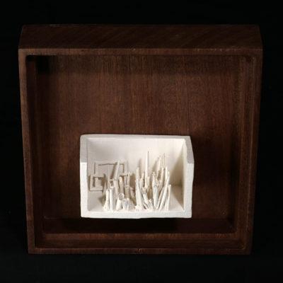 Nn  --  14x4x4cm  --  caja 20x16x7cm  --  ceraaamica y madera