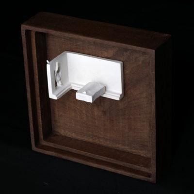 Uu  --  14x4x4cm  --  caja 20x16x7cm  --  ceraaamica y madera