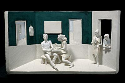 escena de los cuchicheos  --  44x26x14  --  ceraaamica ,madera, oooleo